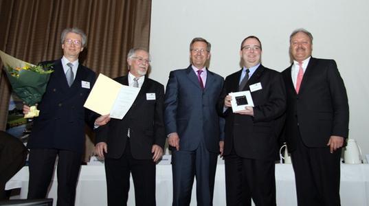 Prof. Heinz-G. Redeker (Vorstandsvorsitzender ELV Elektronik AG und eQ-3 AG), Walter Theuerkauf (Auricher Landrat), Christian Wulff (Ministerpräsident Niedersachsen), Bernd Grohmann (Bereichsleiter Marketing & Business Development eQ-3 AG) und Manfred Wendt (Vorstandsvorsitzender Ems-Achse)