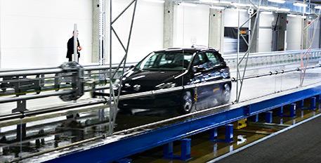 Continental eröffnet weltweit erste vollautomatische, wetterunabhängige Reifentestanlage
