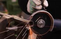 Vakuum-gelötete Scheibe für nahezu alle metallischen Werkstoffe - Kein Verschleißverhalten wie bei üblichen Diamanttrennscheiben und somit fast geruchs- und schmutzneutral - Extra dünnes Stammblatt für hohe Schnittigkeit und Aggressivität.