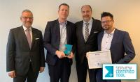 DCON erhält für IT-SPS die Auszeichnung SERVIEW CERTIFIEDTOOL. V.l.n.r.: Markus Bause, Thilo Berger, Michael Kresse, Christian Korte