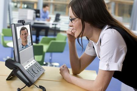 TANDBERG entwickelt revolutionäres Video-Telefon für den Schreibtisch