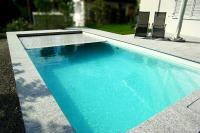 Poolabdeckungen von WaterBeck schützen das Schwimmbecken vor Verschmutzungen und verhindern ein Auskühlen des Wassers