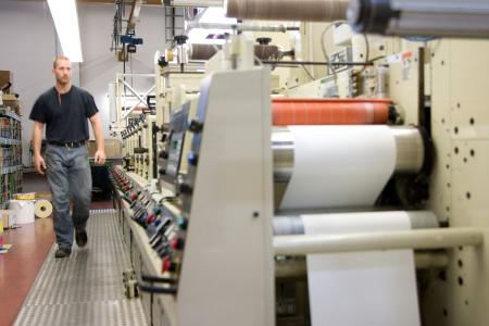 In der Etikettenproduktion will Bluhm Systeme durch gezielte Maßnahmen noch stärker die ohnehin bereits reduzierten Ausschuss- und Abfallmengen senken