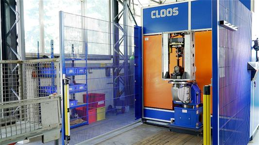 The two-station design allows for simultaneous welding and loading of the compact cell