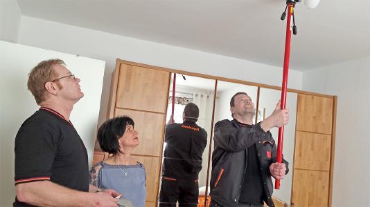 In 7000 Wohnungen werden bis zum Januar 2020 insgesamt 24000 Rauchwarnmelder installiert. (Bild: Piepenbrock)