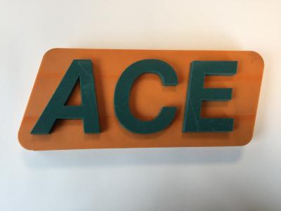 ACE SLAB Stoßdämpfungsplatten als Basis für diesen Musterzuschnitt des ACE Logos