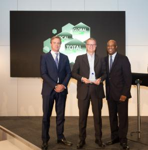 Delphi Supplier Conference 2017 CEO Josef Minster (middle) receiving the award