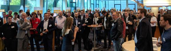 Isabelle von Künßberg begrüßt die Teilnehmenden der acmeo Partnerkonferenz