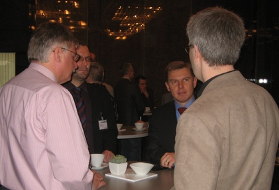 Aucotec Vorstand Uwe Vogt (2vre) mit Teilnehmern beim Varianten Forum Nov 2009