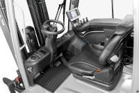Mehr Raum und zahlreiche Optionen für ermüdungsfreies Arbeiten: Besonderes Augenmerk haben die Entwickler auf eine geräumige, komfortable und individuell ausrüstbare Fahrerkabine gelegt, Foto: STILL GmbH