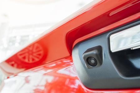 UV- Klebstoffe für Kameramodul-Baugruppen von Dymax sind ideal für den Einsatz in Automobilen und anderen Fahrzeugen.