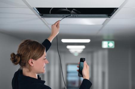 Cable Scout Cam WLAN-Inspektionskamera zur Betrachtung von unzugänglichen Bereichen in bis zu 10 m Entfernung dank  mit halbstarrem Kabel (Mobiltelefon nicht im Lieferumfang enthalten)