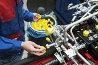 Starter-Projekte mit namhaften Kunden: Nach der Demontage werden die KAPSTO® Schutzelemente gesammelt und an Pöppelmann KAPSTO® zum Recycling zurückgeführt
