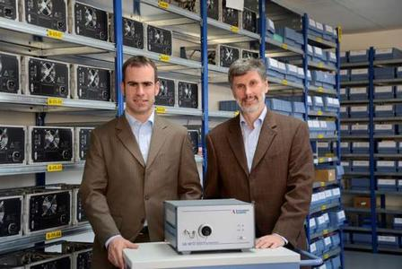 Key Account Manager Stefan Schindlbeck and Company President Richard Distl with the successful Array Spectrometer CAS 140CT