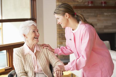Umschulung zum/zur staatlich anerkannten Altenpfleger/-in bei der WBS
