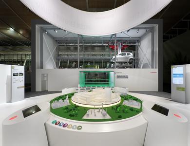 Das Präsentationspodest im Zentrum auf der HMI 2012 Löschen