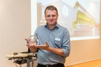 Bruno Plattner, Lead Project Management Specialist, Knowledge Engineer, Distributed Power, mit dem Customer Solution Award