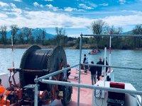 Verlegung des Bayka Glasfaserkabels zur Herreninsel - die Taucher bei der Arbeit