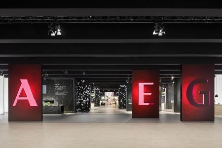 In theatralisch anmutender Kulisse hebt die D'art Design Gruppe das Markenerlebnis von AEG/ Electrolux in Halle 4.1/101 auf eine neue Stufe / Copyright: D'art Design Gruppe/ Lukas Palik