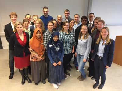 Das Foto zeigt die Studierenden sowie Lehrenden des Masterstudiengang / Foto: Gatermann