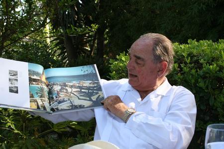 Rudolf Graf von Schönburg zeigt die Anfänge vom beliebten Marbella Beach Club