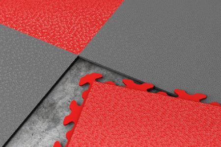 Die Fliesen wurden so konzipiert, dass die einzelnen Teile perfekt ineinanderpassen, dadurch entsteht kein Raum für Schmutz und andere Partikel. Sollte Staub unter einzelne Teile geraten, kann die Fliese angehoben, der Staub ausgesaugt und die Fliese erneut eingefügt werden.