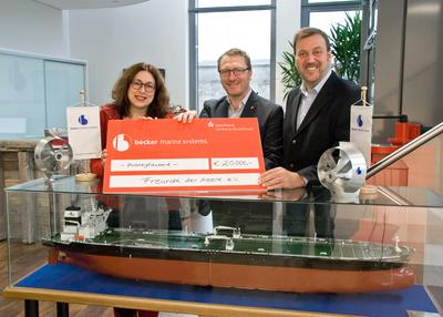 "Becker Marine Systems hands over cheque worth 20,000 euros to the ""AIDA Freunde der Meere e.V."" association"