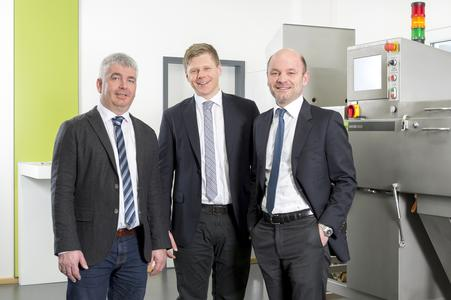 S+S managing director Peter Mayer and business unit manager Oliver Uhrmann together with Marco Mantovani, managing director of the acquired Italian special machine manufacturer ASM. (left to right)