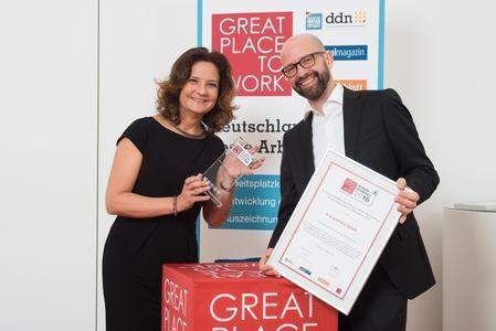 Petra Ozimek-Zimmermann und Torsten Klein. GPTW Award - Deutschlands beste Arbeitgeber 2016