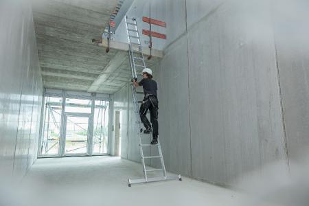 Leitern, Tritte und Fahrgerüste müssen regelmäßig durch eine Befähigte Person geprüft werden. Bildquelle: Günzburger Steigtechnik GmbH