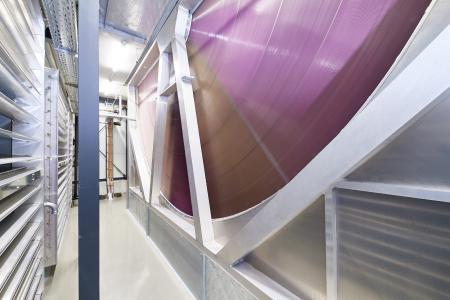 Das patentierte, modulare Versorgungskonzept mit CECC (Combined Energy and Cooling Cells) spart bis zu 70 % Energie und bietet dank indirekt freier Kühlung maximale Flexibilität in Belegung und Auslastung. Kunden können dadurch zum Beispiel Flächen für spätere Erweiterungen reservieren / Bildquelle: noris network
