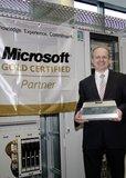 Bernd Hanstein, Hauptabteilungsleiter Produktmanagement System Solutions bei Rittal, freut sich über die Auszeichnung von Microsoft