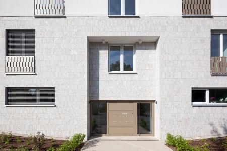 Für die Dämmung von Fassadenelementen an einzelnen Gebäuden des Ensembles wurde eine individuelle, zulassungskonforme Lösung entwickelt. (Foto: Caparol Farben Lacke Bautenschutz/Claus Graubner)