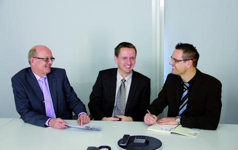 Von links: Markus Brehm, Geschäftsführer Allgäuer Zeitungsverlag GmbH, Stefan Höss, Leiter AZ Mediendienstleistung GmbH und Bernd Heuer, Accountmanager SCALTEL AG. Foto: SCALTEL AG, Carina Heindl