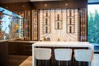 M|R Walls in der Bar · Design: Matrix · Spezialeffekt: mit warmen Licht hinterleuchtet