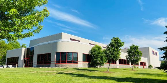 Das gesamte Gebäude der Vertriebsniederlassung Hermle USA Inc. in Milwaukee/WI