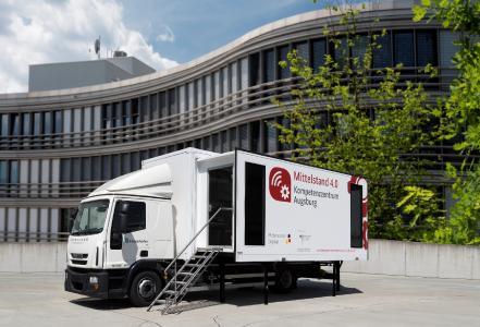 Im Mittelstand 4.0-Mobil erleben Besuchende Technologien für den Mittelstand live / © Fraunhofer IIS/Paul Pulkert