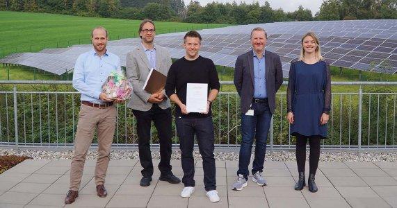 Das Bild zeigt (von links) HFO Technology Prokurist Dr. Oliver Schuster, PDX Abteilungsleiter Mike Hummel, Jubilar Klaus Kapp, HFO-CEO Achim Hager und Personalreferentin Silke Schmidt.