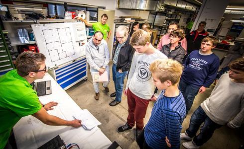 Interessante Einblicke in tägliche Arbeiten sowie aktuelle Projekte junger W&H Mechatroniker