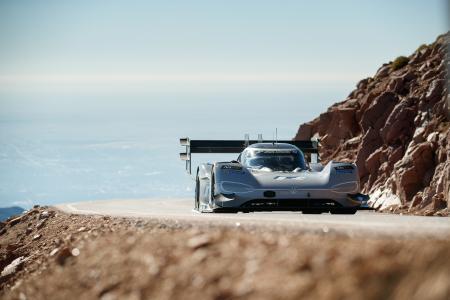 Mit Elektromotoren über die Rennstrecke am Pikes Peak – darüber spricht Willy Rampf am 27. Mai an der Hochschule Aalen /  © Volkswagen Motorsport GmbH/Manuela Richardson