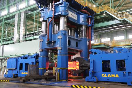 90/108 MN Freiformschmiedepresse in Betrieb im Werk Yasugi