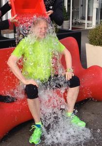 Lothar Seiwert stellt sich der Ice Bucket Challenge