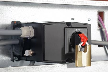 """Weidmüller FieldPower® : PowerBox® On/Off ist """"vor Ort"""" montierbar. Anwender sparen den separaten Wartungsschalter oder die separate Verteilerbox."""
