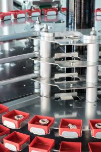 Einzelne Blechsegmente können dem DepotMax zur schnellen Entladung entnommen werden