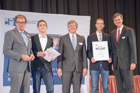 v.l.n.r: Wolfgang Grießl, IHK-Präsident; Tobias Meier, SER; Otto Brandenburg, Geschäftsführer der Weiterbildungsgesellschaft der IHK Bonn/Rhein-Sieg; Raimund Schliefer, SER-Ausbildungsleiter; Dr. Hubertus Hille, IHK-Hauptgeschäftsführer