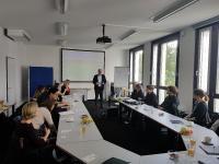 Dr. Peter Jahns, Leiter der Effizienz-Agentur NRW, begrüßte die Teilnehmer des 1. DesignCamp.NRW in Duisburg. Foto: EFA