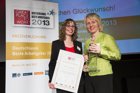 Lena Neumann and Petra Storck received the award for SMA Solar Technology AG