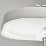 Der leicht zu greifende Waschtischrand verfügt bereits über integrierte Griffhilfen, die das Heranziehen und Abstützen von allen Seiten erlauben.