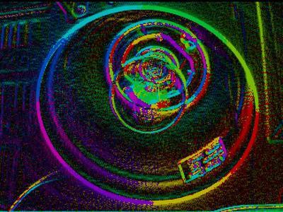 Fotos von Glühbirnen, die die Helligkeit sowie die Kontraststärke und Kontrastrichtung zeigen.
