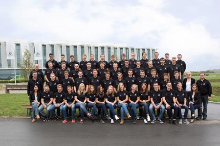 Die 47 neuen Auszubildenden und Studierenden der WITTENSTEIN AG